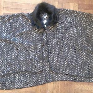 Sweater knit Poncho w/ detachable faux fur collar